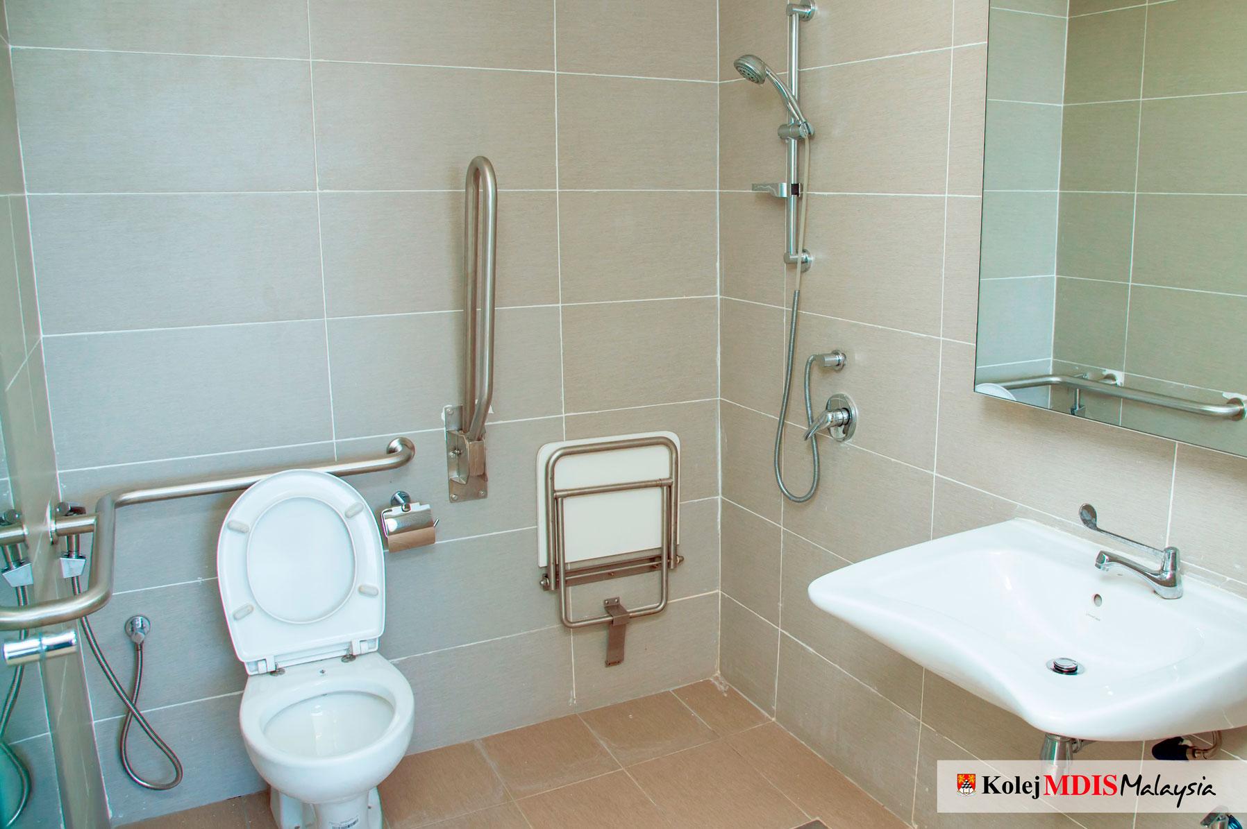 Suite A Bathroom